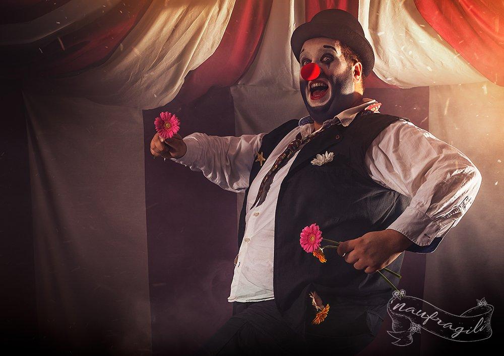 Il-Clown-Sotto-il-tendone-©Naufragili