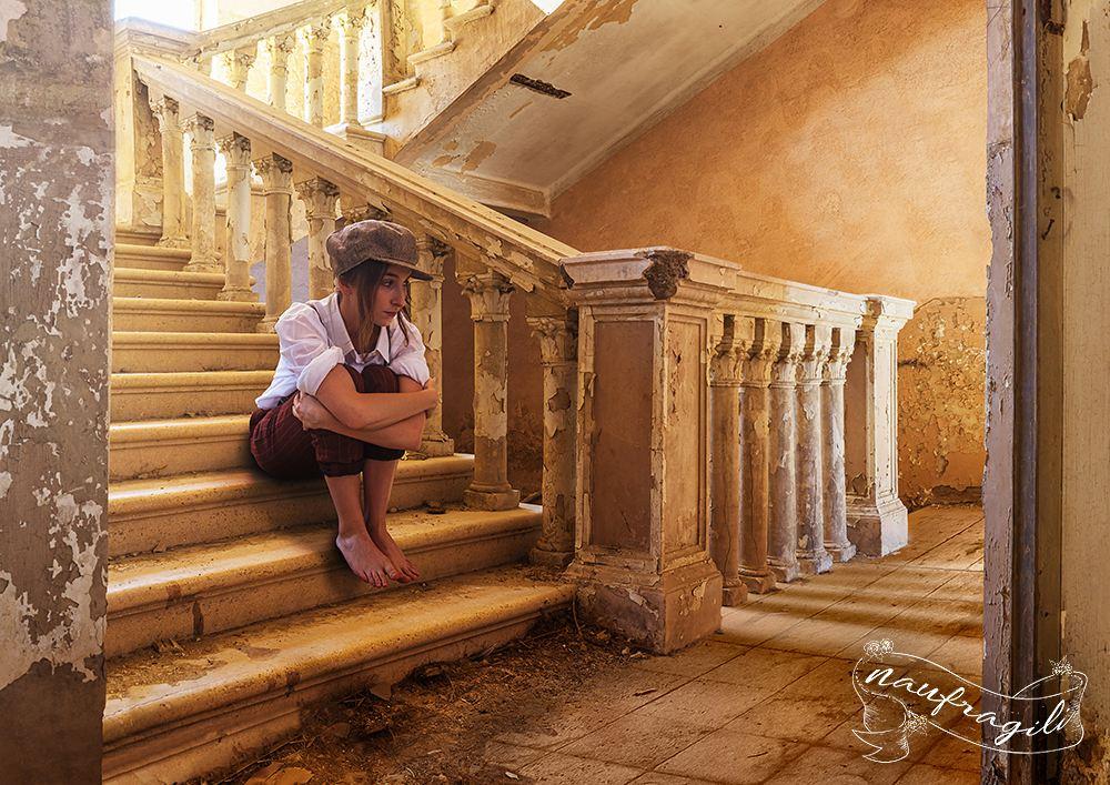 La-narratrice sulle scale-Il-ricordo-©Daniele-Tedeschi-Naufragili