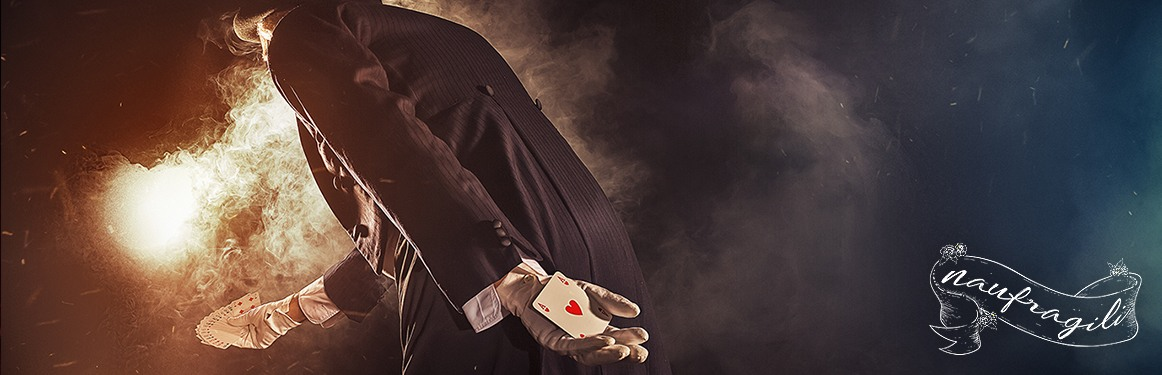 illusionista la mancanza dietro il tendone ©DanieleTedeschi - Naufragili